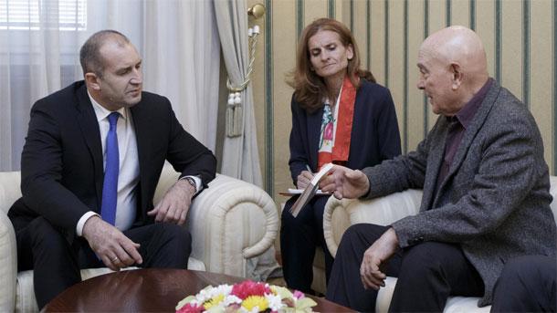 Bulgaristan Cumhurbaşkanı, Fransız siyaset stratejisi uzmanı ile güncel sorunları ele aldılar