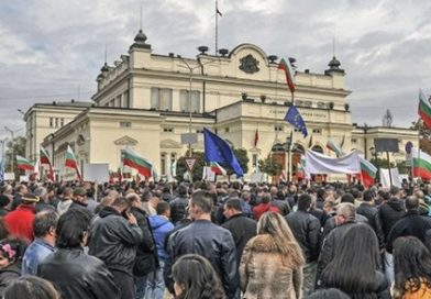 Özürlü çocukların ebeveynleri, hükümeti altıncı kez protesto etti