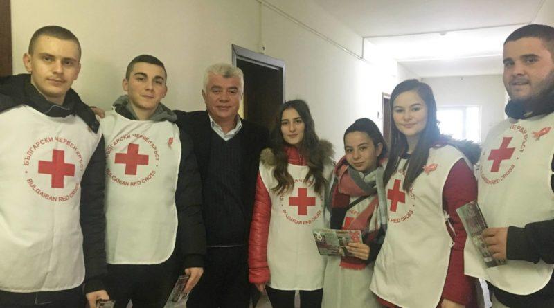 Genç gönüllüler, AİDS'e karşı kampanya gerçekleştirdi